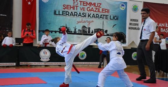 15 Temmuz Şehitleri ve Gazileri Karate Ligi Hendek'te Yapıldı