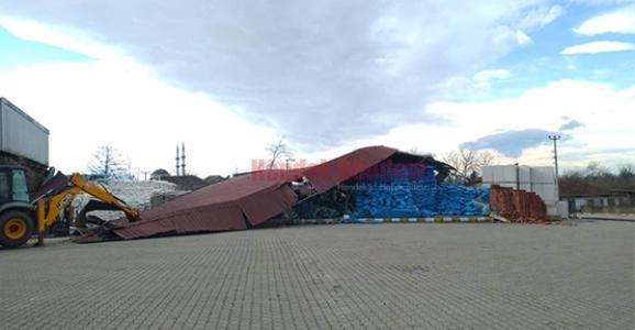 Çatı Uçtu 2 Yaralı