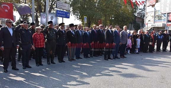 Cumhuriyet Bayramı Çelenk Koyma Töreni Yapıldı
