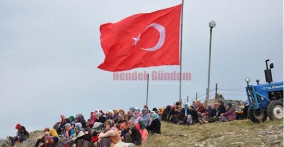DİKMEN'DE ŞEHİTLER ANILDI