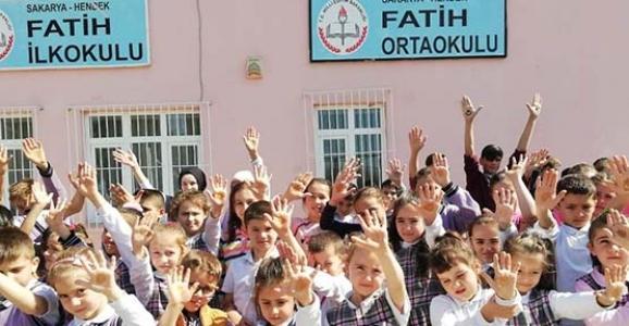 Fatih İlk ve Ortaokulu Kınalı Kuzuları Unutmadı