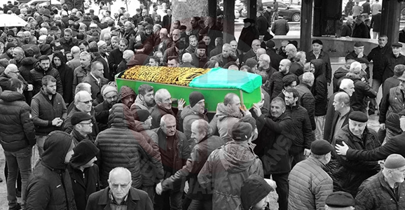 Gazeteci Mehmet Kavis'in Annesi Toprağa Verildi