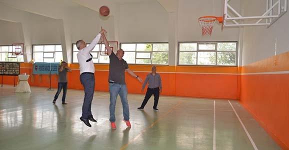 Hendek Lisesi Spor Salonu açıldı