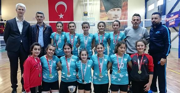 Hendek Şehit Mahmutbey Ortaokulu Şampiyon