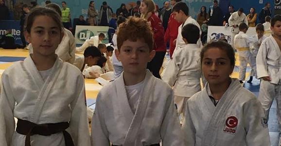 Hendekli Judocular Madalya ile Döndü