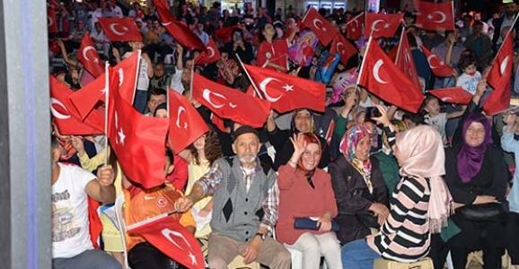 HENDEKLİLER 15 TEMMUZ'DA MEYDANA AKIN ETTİ!