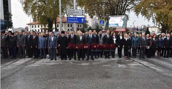 Hendek'te Atatürk Saygıyla Anıldı