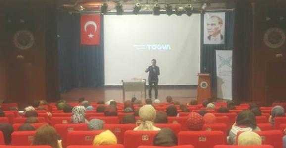 Hendek'te Melih Esat Açıl'ın 'Yeni Medya Okuryazarlığı' konferansına Büyük İlgi!
