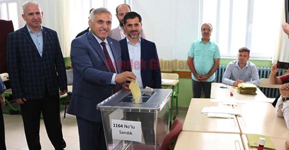 Hendek'te Oy kullanan İlk İsim Ali İnci