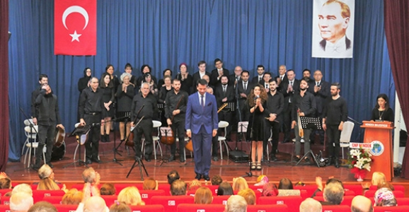 Hendek'te Türk Halk Müziği Konseri Düzenlendi