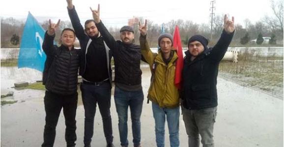 Hendek'te Ülkücüler Türkistan'lı Gençleri Karşıladı