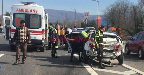 Hendek'te Zincirleme Kaza 8 Yaralı