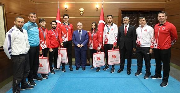 Karateciler Başarılarını Vali Nayir İle Paylaştı