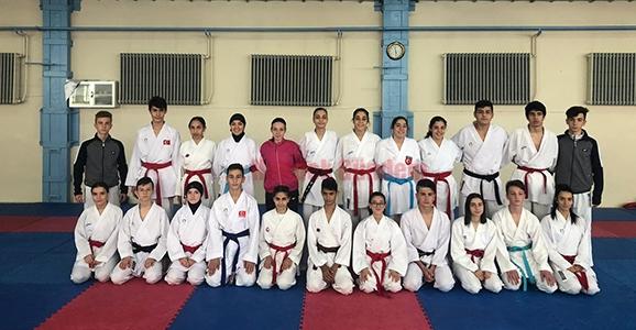 Karateciler Madalya Peşinde