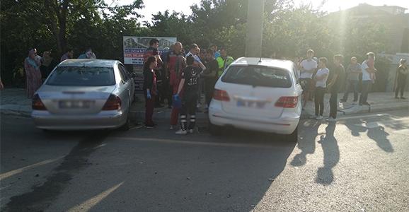 Kaza Yapan İki Araç Kaldırıma Çıktı