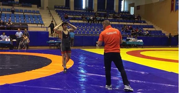 Muhittin Emre Helvacı Balkan Şampiyonu