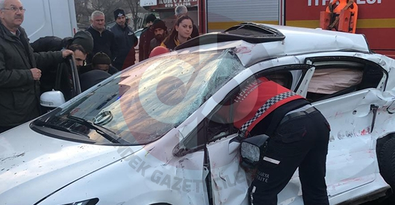 Rasim Paşa Işıklı Kavşağında Kaza 1 Ölü 2 Yaralı