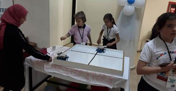 Robot Festivalinde Robotlar Kıyasıya Yarıştı