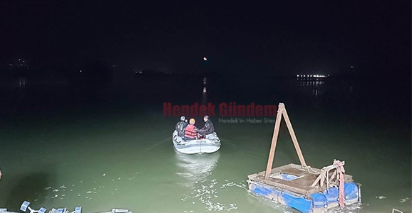Hendekli Balıkçıların Botu Alabora Oldu 1 Ölü 1 Kayıp