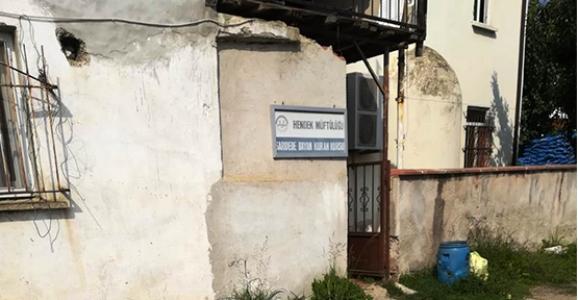 Tarihi Bina Dökülüyor