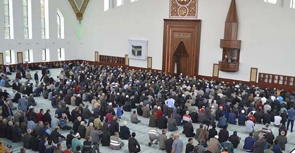 Tepki Gösteren Cemaat Camiden Çıkartıldı