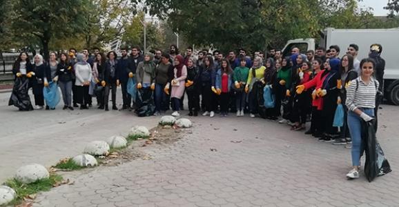 Üniversite Gençliğinden Topluma Hizmet