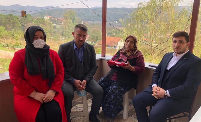 Hendek Ülkü Ocaklarından Şehit Ailelerine Ziyaret
