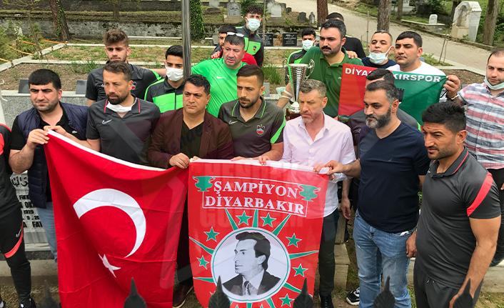 Şampiyonluk Kupasını Okkan'ın Mezarına Getirdiler