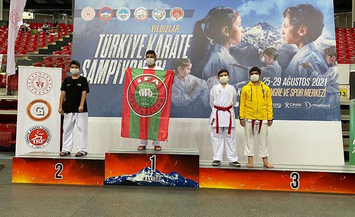 Karate'de 2 Gümüş Madalya