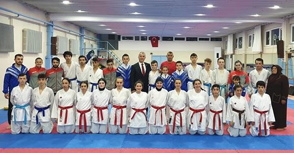 Hendekli Karateciler Romanya Yolcusu