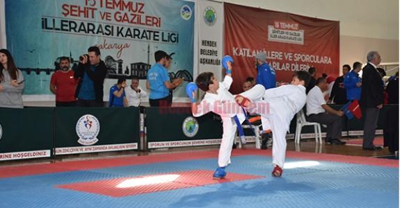 Karate Lig Maçı Hendek'te Yapıldı