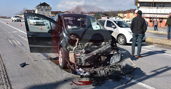 Oto Sanayi Işıklarında Kaza 4 Yaralı