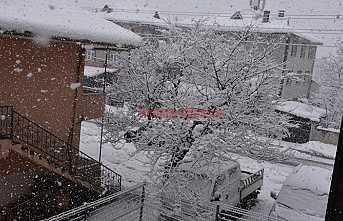 Hendek'te Kar Yağışı Etkisini Arttırmaya Başladı