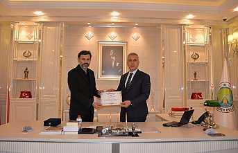 Başkan Babaoğlu'dan Martin'e Plaket
