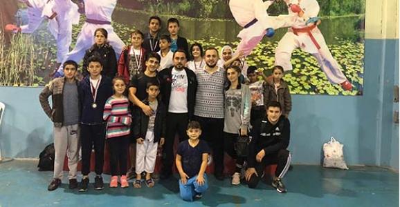 Yeşilyurt Karate'den 19 Madalya