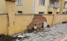 Duvar Tehlike Saçıyor