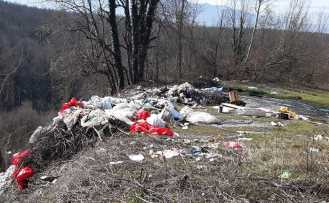 Karadere Grup Yolundaki Çöplere Tepki var