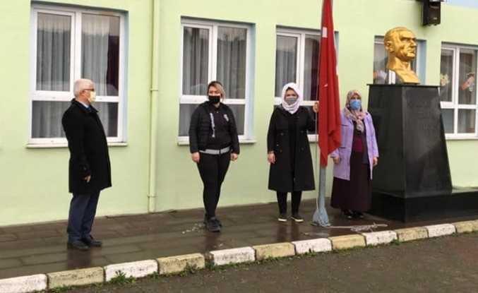 Eğitim Haftası İstiklal Marşı ile Başladı
