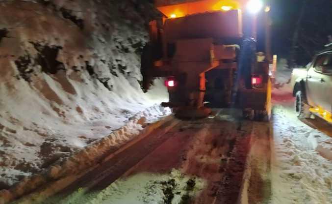 Hendek'te Karla Kaplı 5 Köy Yolu Açıldı