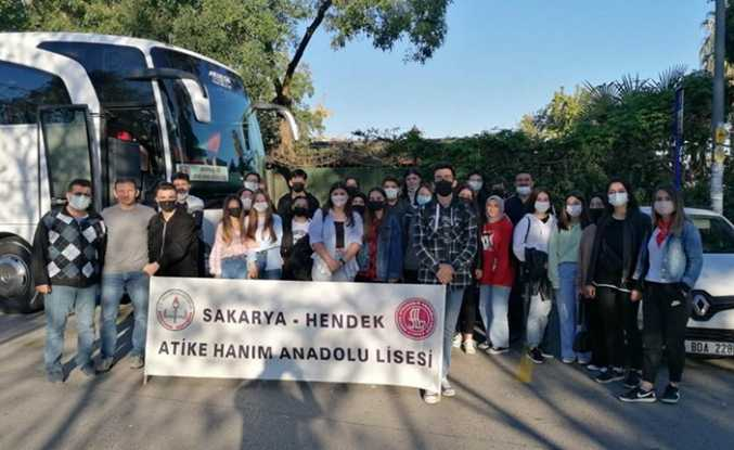 Atike Hanımlı Gençler Ayakları Yere Basmayan Festivalde