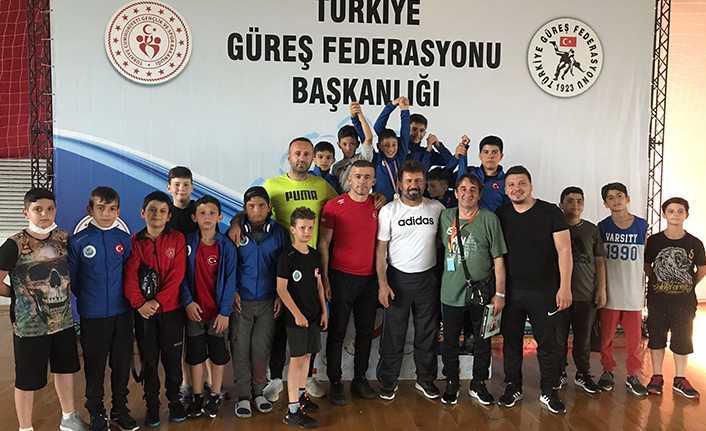 Hendek Gençlik Merkezi Spor Kulübü Güreş'de İki Türkiye Şampiyonu Bir Üçüncü Çıkardı